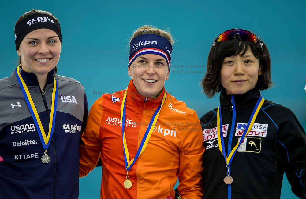 10-12-2016 NED: ISU World Cup Speed Skating, Heerenveen<br /> 1500 m women / Ireen Wüst heeft tijdens de vierde wereldbeker schaatsen in Heerenveen de 1500 meter op haar naam geschreven. Wust zegevierde in het vernieuwde Thialf in een tijd van 1.55,34. Het zilver ging naar de Amerikaanse Heather Bergsma-Richardson (1.55,99), het brons was voor de Japanse Miho Takagi (1.56,08).