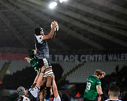 Marvin Orie of Ospreys claims the lineout<br /> <br /> Photographer Simon King/Replay Images<br /> <br /> Guinness PRO14 Round 6 - Ospreys v Connacht - Saturday 2nd November 2019 - Liberty Stadium - Swansea<br /> <br /> World Copyright © Replay Images . All rights reserved. info@replayimages.co.uk - http://replayimages.co.uk
