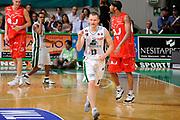 DESCRIZIONE : Siena Lega A 2008-09 Playoff Finale Gara 2 Montepaschi Siena Armani Jeans Milano<br /> GIOCATORE : Rimantas Kaukenas<br /> SQUADRA : Montepaschi Siena<br /> EVENTO : Campionato Lega A 2008-2009 <br /> GARA : Montepaschi Siena Armani Jeans Milano<br /> DATA : 12/06/2009<br /> CATEGORIA : esultanza<br /> SPORT : Pallacanestro <br /> AUTORE : Agenzia Ciamillo-Castoria/G.Ciamillo