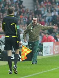 05.11.2011, Weserstadion, Bremen, GER, 1.FBL, Werder Bremen vs 1. FC Köln / Koeln, im Bild Thomas Schaaf (Trainer Werder Bremen) ist sauer wegen einer Schiedsrichterentscheidung..// during the match Werder Bremen vs 1. FC Koeln on 2011/11/05, Weserstadion, Bremen, Germany..EXPA Pictures © 2011, PhotoCredit: EXPA/ nph/  Frisch       ****** out of GER / CRO  / BEL ******
