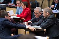 DEU, Deutschland, Germany, Berlin, 16.12.2016: Hessens Wirtschaftsminister Tarek Al-Wazir (B90/Die Grünen) und Volker Ratzmann (B90/Die Grünen), Bevollmächtigter des Landes Baden-Württemberg beim Bund, bei einer Sitzung im Bundesrat.
