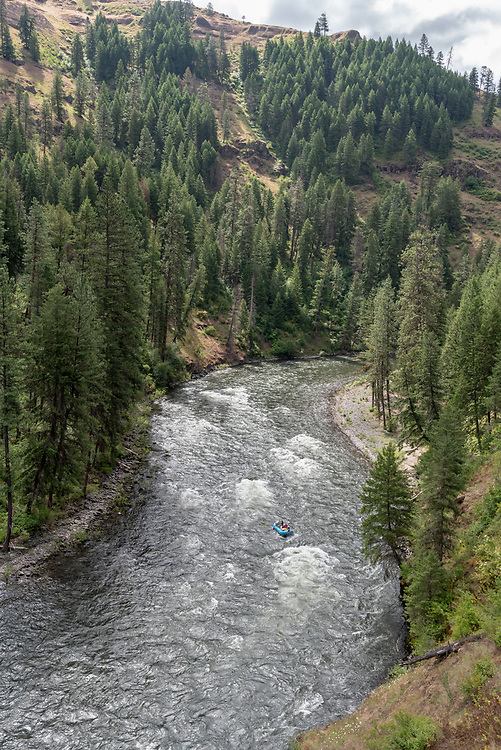 Family rafting on the Grande Ronde River, Oregon.