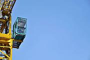 Nederland, Nijmegen, 13-4-2012Hijskraan met kraandrijver in de cabine. Foto: Flip Franssen/Hollandse Hoogte