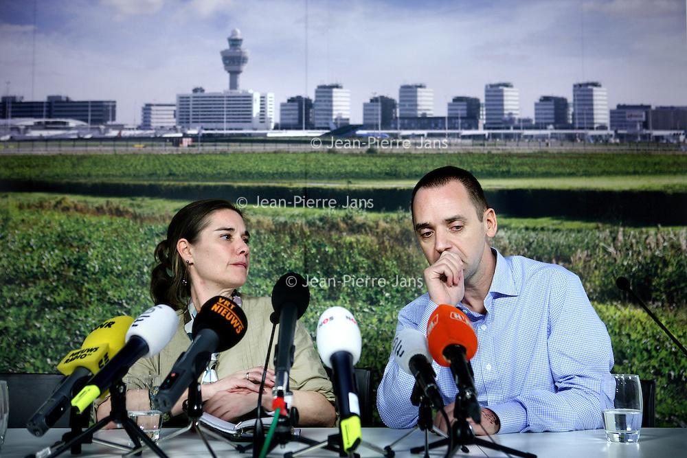 Nederland, Amsterdam Schiphol , 11 december 2013.<br /> <br /> Journaliste Judith Spiegel en haar man Boudewijn Berendsen zijn weer terug in Nederland. Ze werden een halfjaar geleden in Jemen ontvoerd en werden dit weekend vrijgelaten. Op Schiphol geven ze vanaf 16.00 uur een persconferentie in the VIP room op Schiphol.<br /> Dutch journalist Judith Spiegel and her husband Boudewijn Berendsen just came back in the Netherlands from Yemen where they were kidnapped six months ago . This weekend they were released. At Schiphol they gave a press conference in the VIP room.