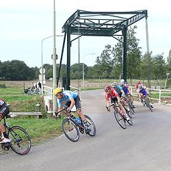 28-09-2016: Wielrennen: Olympia Tour: Assen <br />ASSEN (NED) wielrennen  <br />Kopgroep passage brug