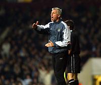 Fotball<br /> Premier League England 2004/2005<br /> Foto: SBI/Digitalsport<br /> NORWAY ONLY<br /> <br /> West Ham United v Watford<br /> Coca Cola Championship. 27/11/2004<br /> <br /> Alan Pardew urges his team to victory against Watford