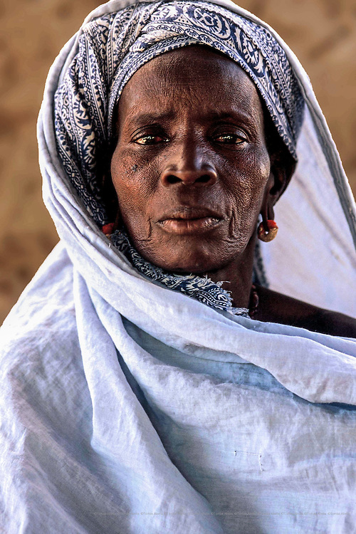 For Mariata, who is 60 and has seven dependent<br /> grandchildren, the arrival of drinking water was a<br /> starting point for improving their living conditions.  Now, she is a member of the women's agricultural cooperative that Intermón Oxfam has sponsored in Wothie. Wothie, Mauritania.