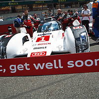 """The #1 Audi R18 e-tron quattro with sign """"Loïc, get well soon!"""" at Le Mans 24H, 2014 (Saturday, 14 June)"""