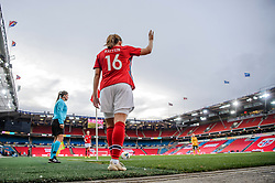 OSLO, NORWAY - Tuesday, September 22, 2020: Norway's Guro Reiten prepares to take a corner-kick during the UEFA Women's Euro 2022 England Qualifying Round Group C match between Norway Women and Wales Women at the Ullevaal Stadion. Norway won 1-0. (Pic by Vegard Wivestad Grøtt/Propaganda)