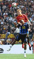 Fotball<br /> Italia<br /> Foto: Insidefoto/Digitalsport<br /> NORWAY ONLY<br /> <br /> John Arne RIISE Roma, Ferreira PINTO Atalanta<br /> <br /> 11.04.2010<br /> Roma v Atalanta<br /> Campionato Italiano di Calcio Serie A 2009/2010