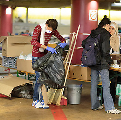 14.09.2015, Hauptbahnhof Salzburg, AUT, Fluechtlinge am Hauptbahnhof Salzburg auf ihrer Reise nach Deutschland, im Bild Flüchtlinge beim Aufräumen der Parkgarage die Ihnen als Unterkunft dient // Refugees cleaning up the parking garage. Thousands of refugees fleeing violence and persecution in their own countries continue to make their way toward the EU, Main Train Station, Salzburg, Austria on 2015/09/14. EXPA Pictures © 2015, PhotoCredit: EXPA/ JFK