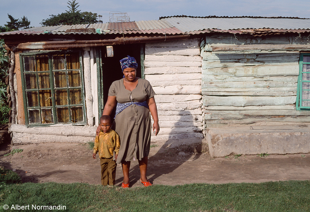 Mother and Child, Alexandria, South Africa, May 1995