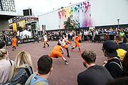 Basketball: ING-DiBa German Championship 3x3, Deutsche Meisterschaft, Hamburg, 05.08.2017<br /> Spielszene<br /> (c) Torsten Helmke<br /> -------------------<br /> Von der Strasse zu Olympia: Seit Juni 2017 steht fest, das die Spielform 3x3 Olympisch wird. Premiere werden die Olympischen Spiele 2020 in Tokyo sein.