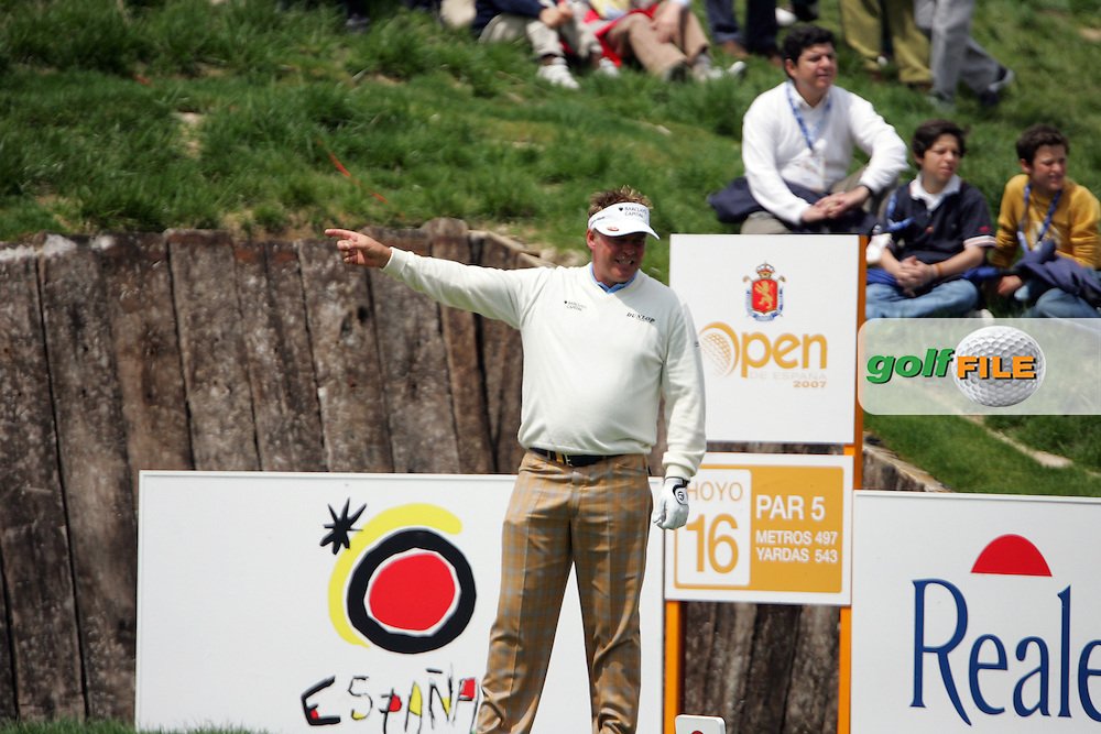 Darren Clarke takes his tee shot on the 16th hole of his second round in the Open de Espana in Madrid..Photo NEWSFILE/Manus O'Reilly.(Photo credit should read Manus O'Reilly/NEWSFILE)....This Picture has been sent you under the condtions enclosed by:.Newsfile Ltd..The Studio,.Millmount Abbey,.Drogheda,.Co Meath..Ireland..Tel: +353(0)41-9871240.Fax: +353(0)41-9871260.GSM: +353(0)86-2500958.email: pictures@newsfile.ie.www.newsfile.ie.FTP: 193.120.102.198..
