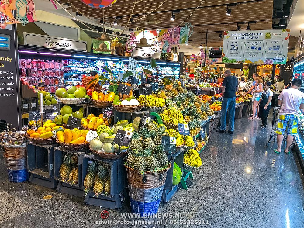 THA/Pattaya/20180723 - Vakantie Thailand 2018, fruitafdeling van een supermarkt