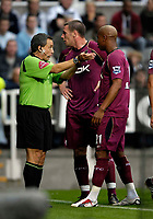 Photo: Jed Wee.<br /> Newcastle United v Bolton Wanderers. The Barclays Premiership. 15/10/2006.<br /> <br /> Referee Alan Wiley (L) fends off protests from Bolton's Kevin Nolan (C) and El Hadji Diouf following his award of a penalty to Newcastle.