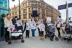 "© Licensed to London News Pictures. 01/02/2018. Liverpool UK. Supporters of Alfie Evans at Liverpool Civil & Family Court today. Tom Evans and Kate James from Liverpool are in dispute with medics looking after their son 19-month-old son Alfie Evans, at Alder Hey Children's Hospital in Liverpool. Alfie is in a ""semi-vegetative state"" and had a degenerative neurological condition doctors have not definitively diagnosed. Specialists at Alder Hey say continuing life-support treatment is not in Alfie's best interests but the boy's parents want permission to fly their son to a hospital in Rome for possible diagnosis and treatment.Photo credit: London News Pictures"