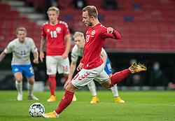 Christian Eriksen (Danmark) scorer til 1-0 på straffespark under kampen i Nations League mellem Danmark og Island den 15. november 2020 i Parken, København (Foto: Claus Birch).