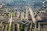 Nederland, Amsterdam, Amsterdam-Oost, 17-06-2008; Indische buurt gezien naar het westen, links de Insulindeweg naar het Muiderpoortstation; op een derde van onderen de Molukkenstraat (vlnr) en Javaplein; vanaf het plein (en naar boven) de Javastraat, opgebroken in verband met herprofilering; boven de spoorlijn de Dapperbuurt met het Oosterpark; bouwbokken, stadsgroen, bomen, stratenpatroon, Station Muiderpoort..luchtfoto (toeslag); aerial photo (additional fee required); .foto Siebe Swart / photo Siebe Swart