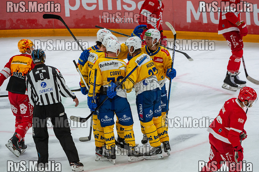 LAUSANNE, SWITZERLAND - SEPTEMBER 24: Magnus Nygren #27 of HC Davos celebrates his goal with teammates during the Swiss National League game between Lausanne HC and HC Davos at Vaudoise Arena on September 24, 2021 in Lausanne, Switzerland. (Photo by Robert Hradil/RvS.Media)