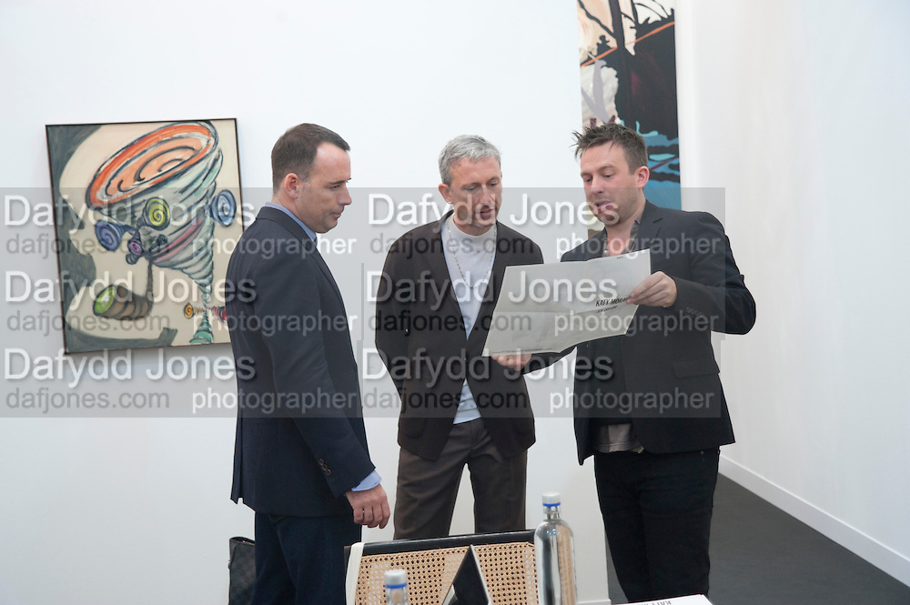 DAVID FURNISH; PATRICK COX; STUART SHAVE, Opening of Frieze 2009. Regent's Park. London. 14 October 2009 *** Local Caption *** -DO NOT ARCHIVE-© Copyright Photograph by Dafydd Jones. 248 Clapham Rd. London SW9 0PZ. Tel 0207 820 0771. www.dafjones.com.<br /> DAVID FURNISH; PATRICK COX; STUART SHAVE, Opening of Frieze 2009. Regent's Park. London. 14 October 2009
