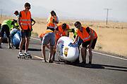 Aniek Rooderkerken gaat van start in de VeloX 7 tijdens de Power Team Delft en Amsterdam, dat bestaat uit studenten van de TU Delft en de VU Amsterdam, is in Amerika om tijdens de World Human Powered Speed Challenge in Nevada een poging te doen het wereldrecord snelfietsen voor vrouwen te verbreken met de VeloX 7, een gestroomlijnde ligfiets. Het record is met 121,44 km/h sinds 2009 in handen van de Francaise Barbara Buatois. De Canadees Todd Reichert is de snelste man met 144,17 km/h sinds 2016.<br /> <br /> With the VeloX 7, a special recumbent bike, the Human Power Team Delft and Amsterdam, consisting of students of the TU Delft and the VU Amsterdam, wants to set a new woman's world record cycling in September at the World Human Powered Speed Challenge in Nevada. The current speed record is 121,44 km/h, set in 2009 by Barbara Buatois. The fastest man is Todd Reichert with 144,17 km/h.