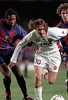 Fotball. UEFA Champions League 2001/2002. Barcelona mot Roma. 20.02.2002. Francesco Totti fra Roma og  Philippe Christanval fra Barcelona.<br /> Foto: Christian Liewig, Digitalsport