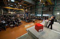 """20 FEB 2009 CEMNITZ/GERMANY: <br /> Franz Muentefering, SPD, Parteivorsitzender, haelt eine Rede, SPD Veranstaltungsreihe """"Das Neue Jahrzehnt"""", UNION Werkzeugmaschinen<br /> IMAGE: 20090220-01-359<br /> KEYWORDS: Franz Müntefering, Werkhalle"""