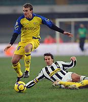 Fotball<br /> Italia<br /> Foto: Inside/Digitalsport<br /> NORWAY ONLY<br /> <br /> luca rigoni ruba palla ad alex del piero<br /> <br /> 17.01.2010<br /> Chievo v Juventus