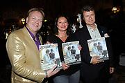 Presentatie van de vernieuwde Gay Krant tijdens de Premiere Behind the Candelabra , een film over Liberace in Theater Pathe Tuschinski, Amsterdam.<br /> <br /> Op de foto:   het eerste nummer van de vernieuwde GayKrant wordt aan Boris Dittrich (Human Rights Watch), Eunice den Hoedt (COC) en Frits Huffnagel overhandigd