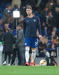 09.05.2019, Stamford Bridge, London, ENG, UEFA EL, FC Chelsea vs Eintracht Frankfurt, Halbfinale, Rückspiel, im Bild Gary Cahill of Chelsea holds his hamstring while warming up // Gary Cahill of Chelsea holds his hamstring while warming up during the UEFA Europa League semifinal 2nd leg match between FC Chelsea and Eintracht Frankfurt at the Stamford Bridge in London, Great Britain on 2019/05/09. EXPA Pictures © 2019, PhotoCredit: EXPA/ Focus Images/ Alan Stanford<br /> <br /> *****ATTENTION - for AUT, GER, FRA, ITA, SUI, POL, CRO, SLO only*****