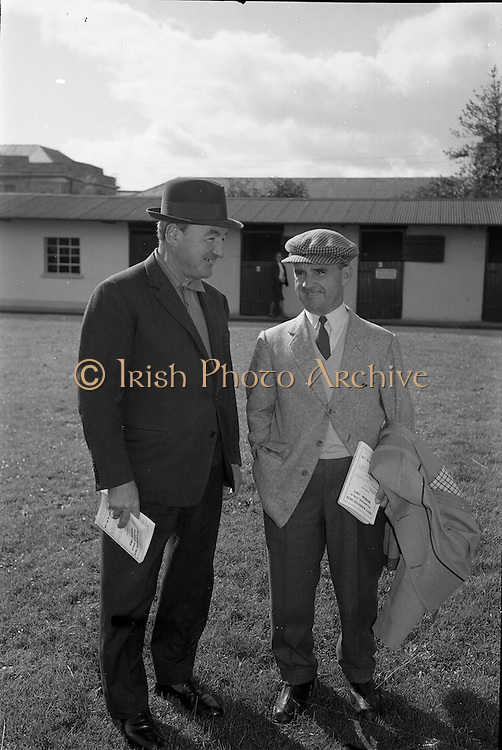 24/09/1963<br /> 09/24/1963<br /> 24 September 1963<br /> Goffs September Bloodstock Sales at the RDS, Dublin. Chatting at the sales were: Paddy Pendergast and Sir Gordon Richards, both of whom were bidders on the 13,000 guinea, Bay Filly property of Her Highness the Maharani of Baroda.