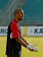 Fotball<br /> England trener foran kampen mot Polen<br /> 07.09.2004<br /> Foto: SBI/Digitalsport<br /> NORWAY ONLY<br /> <br /> England goalkeeper David James finds the need to plead his innocence after another one of his blunders in training