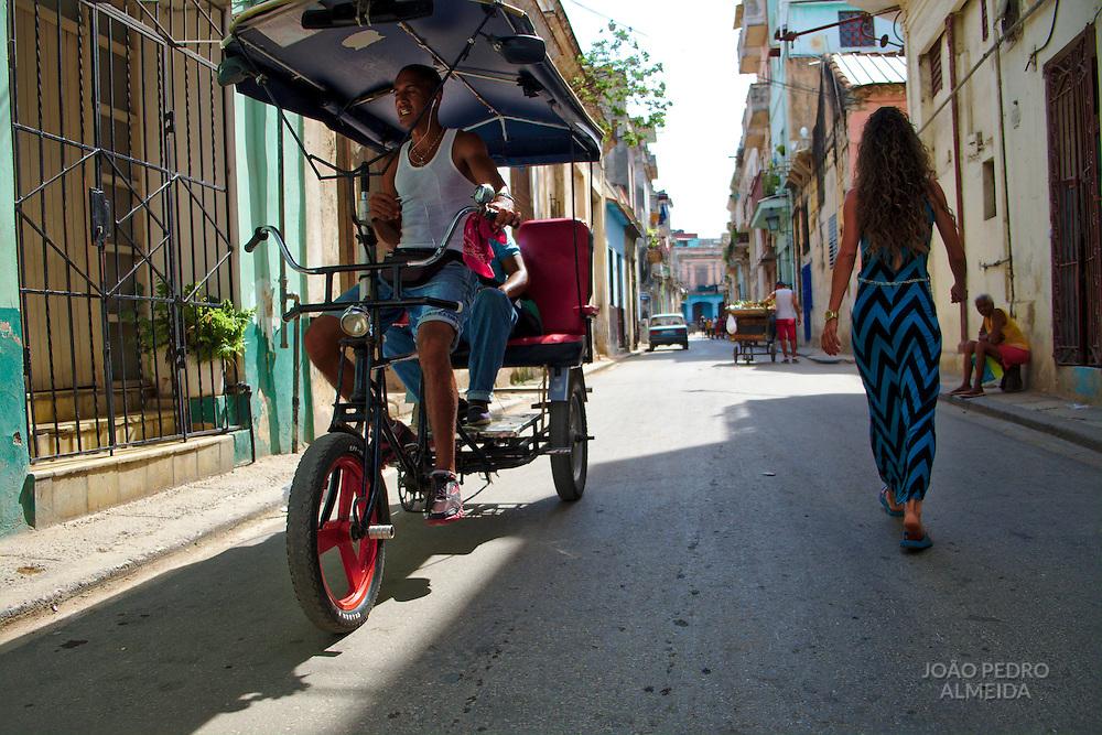 The activity in the streets of la Habana Vieja