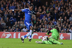 18.09.2013, Stamford Bridge, London, ENG, UEFA Champions League, FC Chelsea vs FC Basel, Gruppe E, im Bild Basel's Yann Sommer dives at the feet of Chelsea's Samuel Eto'o   during UEFA Champions League group E match between FC Chelsea and FC Basel at the Stamford Bridge, London, United Kingdom on 2013/09/18. EXPA Pictures © 2013, PhotoCredit: EXPA/ Mitchell Gunn <br /> <br /> ***** ATTENTION - OUT OF GBR *****