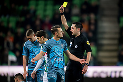 (L-R) Jeff Hardeveld of Heracles Almelo,referee Dennis Higler during the Dutch Eredivisie match between FC Groningen and Heracles Almelo at Noordlease stadium on January 27, 2018 in Groningen, The Netherlands