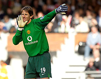 Photo: Daniel Hambury.<br />Fulham v Manchester United. The Barclays Premiership. 01/10/2005.<br />Manchester Utd's Edwin van der Sar conceded twice on his return to Craven Cottage.