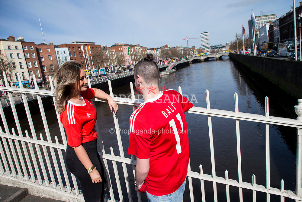 DUBLIN, REPUBLIC OF IRELAND - Friday, March 24, 2017: Wales supporters Becca and Corey on the Ha'penny Bridge in Dublin ahead of the 2018 FIFA World Cup Qualifying Group D match against Republic of Ireland. (Pic by Paul Greenwood/Propaganda)