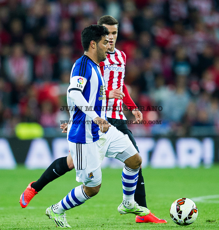 BILBAO, SPAIN - APRIL 28:  Eger Aketxe of Athletic Club duels for the ball withCarlos Vela of Real Sociedad during the La Liga match between Athletic Club and Real Sociedad at San Mames Stadium on April 28, 2015 in Bilbao, Spain.  (Photo by Juan Manuel Serrano Arce/Getty Images) *** Local Caption *** Eger Aketxe;Carlos Vela
