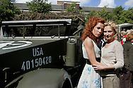"""THE NETHERLANDS-THE HAGUE-  August 8, 2005. Cast and crew of the Dutch film 'Zwartboek'. Actresses Carice van Houten (L) and Halina Reijn. PHOTO: GERRIT DE HEUS..Den Haag. 26/08/05. De cast en crew van de Nederlandse film """"Zwartboek"""" op het Plein in Den Haag. Carice van Houten(L) en Halina Reijn."""