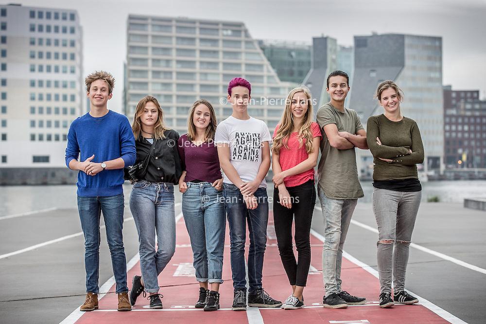 Nederland, Amsterdam, 22 oktober 2016.<br />7-Days jongere van het jaar verkiezing.<br />De genomineerden van de jongere van het jaar Verkiezingen 2016.<br />v.l.n.r. Jeroen van Holland,Susan Radder, Annegien Schilling, Costas Vermeer, Alessandra Peters, Trobi en een stand in.<br /><br /><br /><br />Foto: Jean-Pierre Jans