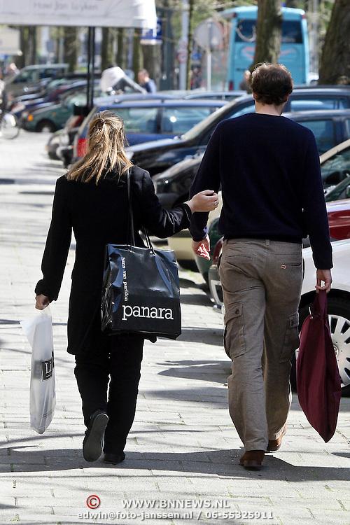 NLD/Amsterdam/20080502 - Prinses Margarita en partner Tjalling ten Cate gaan winkelen in Amsterdam