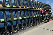 Prins Willem-Alexander tijdens de opening van het Europese Heinz Innovatie Centrum in Nijmegen. In dit onderzoekscentrum werken produktontwikkelaars en voedingswetenschappers aan de nieuwste ontwikkelingen op het gebied van voeding en verpakkingen voor de Europese markt. <br /> <br /> Prince Willem-Alexander during the opening of the European Heinz Innovation Centre in Nijmegen. In this research work product developers and nutrition scientists at the latest developments in the field of nutrition and packaging for the European market.<br /> <br /> Op de foto / On the photo:   Heinz Innovatie Centrum