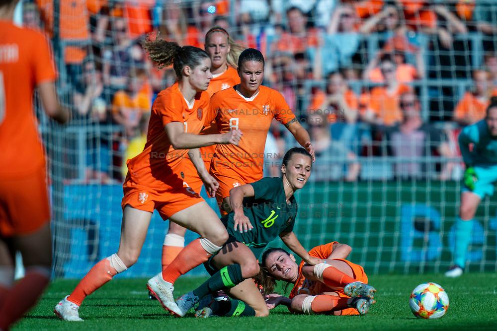01-06-2019 NED: Netherlands - Australia, Eindhoven<br /> <br /> Friendly match in Philips stadion Eindhoven. Netherlands win 3-0 / Sherida Spitse #16 of The Netherlands, Hayley Raso #16 of Australia, Danielle van de Donk #10 of The Netherlands
