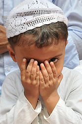 June 15, 2018 - Kolkata, West Bengal, India - Indian Muslim Children offer prayers on the last congregational Friday prayers of the holy month of Ramadan, ahead of the Muslim festival of Eid al-Fitr, outside the Mosque in Kolkata. (Credit Image: © Debajyoti Chakraborty/NurPhoto via ZUMA Press)