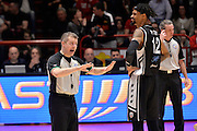 Raphael Putney, Alessandro Martolini arbitro<br /> The FlexX Pistoia Basket - Pasta Reggia Juve Caserta<br /> Lega Basket Serie A 2016/2017<br /> Pistoia, 13/02/2017<br /> Foto Ciamillo-Castoria