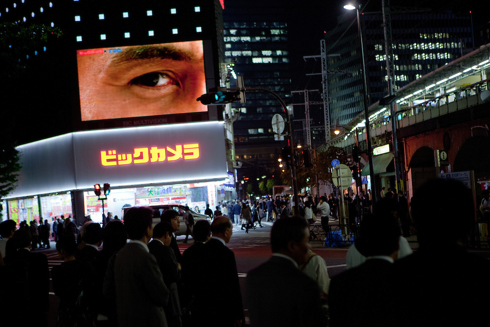 Big brother is watching you : Projection of a plasma television in Tokyo. Tokyo has 13.01 million inhabitans, is the Japanese capital and the largest city in Japan. Tokyo, Japan, 20.10 2010.