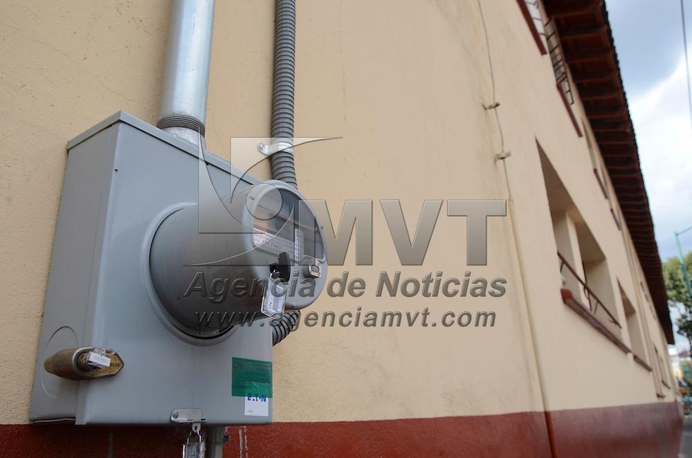 Toluca, México ( Octubre 18, 2016).- Aspectos de medidores de electricidad análagos y digitales proporcionados por Comision Federal de Electricidad (CFE) . Agencia MVT / Arturo Hernández.