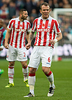 Football - 2016 / 2017 Premier League - West Ham United vs. Stoke City<br /> <br /> <br /> Glenn Whelan of Stoke City at The London Stadium.<br /> <br /> COLORSPORT/DANIEL BEARHAM