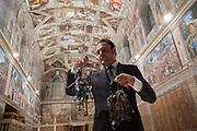 Roma, 19.06.18. Gianni Crea, jefe del equipo de claveros que custodian las 2.797 llaves de los Museos Vaticanos, en la Capilla Sixtina.<br /> Foto: Víctor Sokolowicz